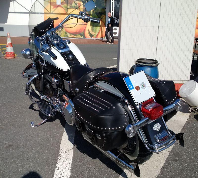 """Harley Davidson Heritage Softail - auf dem Parkplatz """"schnappgeschossen"""" 421"""