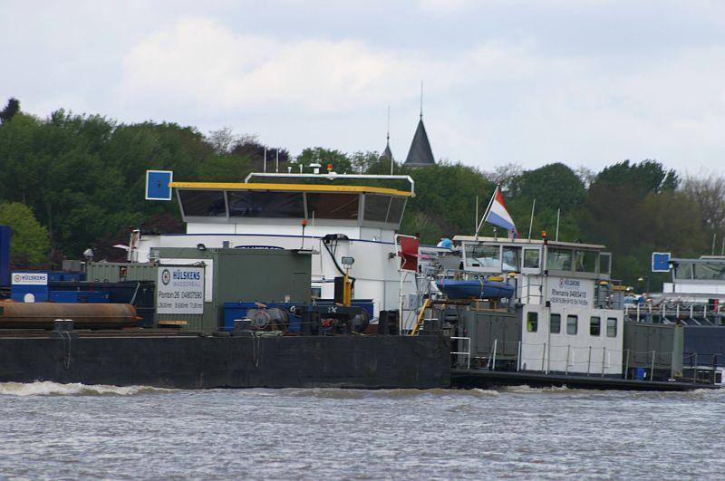 Kranschiff MKS Kraanvogel + Arbeitsschiff Wati18 am 08.05.15 in Königswinter 4d11