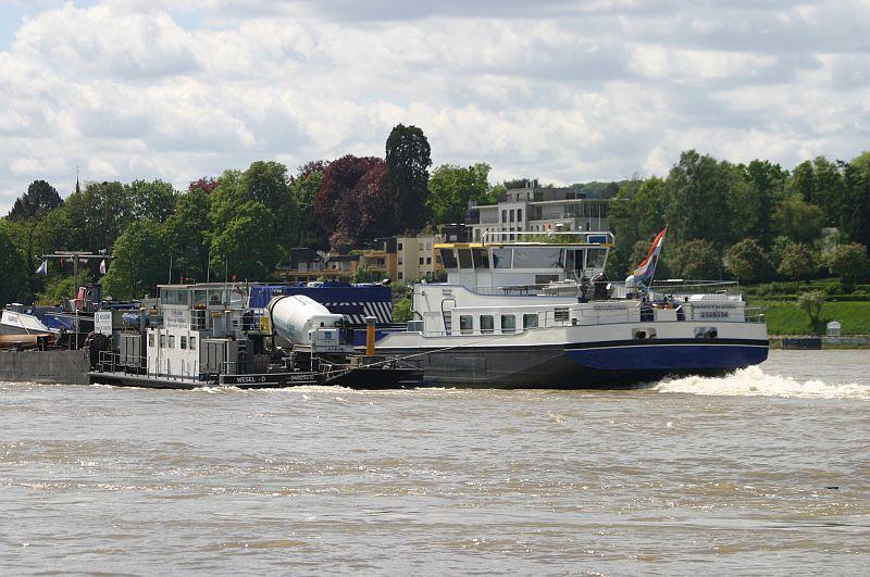 Kranschiff MKS Kraanvogel + Arbeitsschiff Wati18 am 08.05.15 in Königswinter 4h10