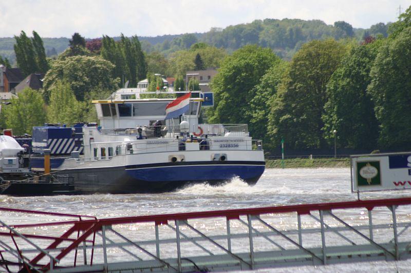 Kranschiff MKS Kraanvogel + Arbeitsschiff Wati18 am 08.05.15 in Königswinter 4i10