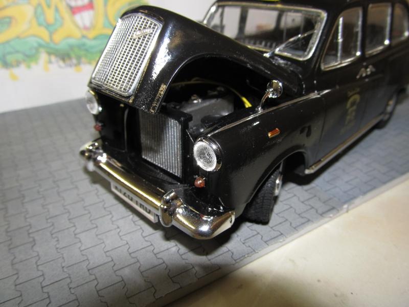 Austin FX4 London Taxi (Revell 1 zu 24) Img_3257