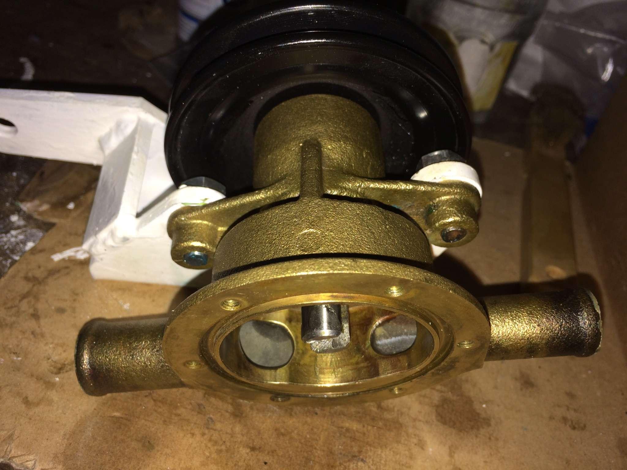 Question mécanique moteur : fuite pompe à eau de mer - Page 2 Img_1912