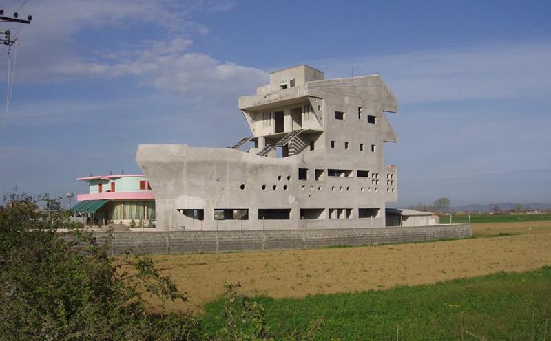 La  maison-bateau - Strumë - Albanie 13555010