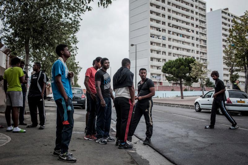 30 jeunes attaquent un bus à coups de battes et de sabres Lequeu10