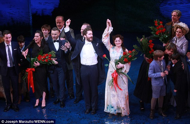 LAURA MITCHELLE GARY BARLOW : The musical Finding Neverland, 279eda10