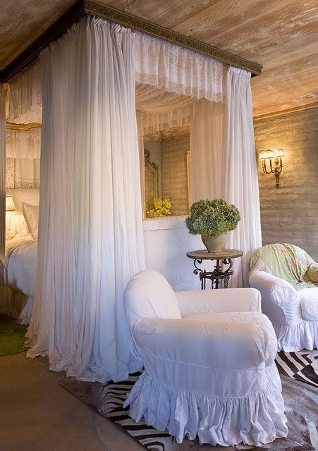 Guest Bedchamber 38709113