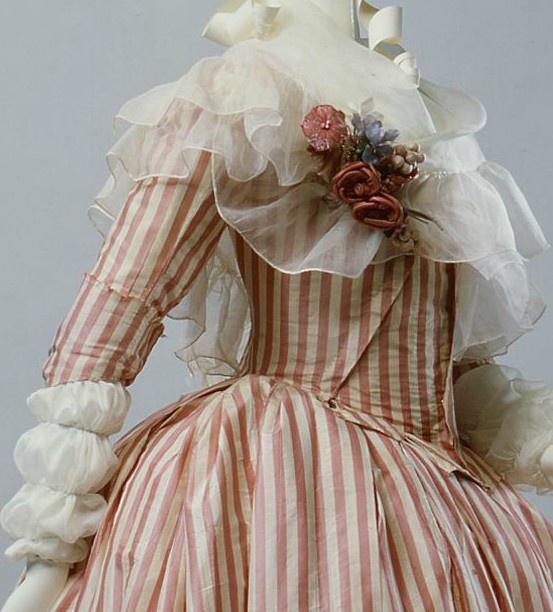 Robes du XVIIIe siècle F3405710