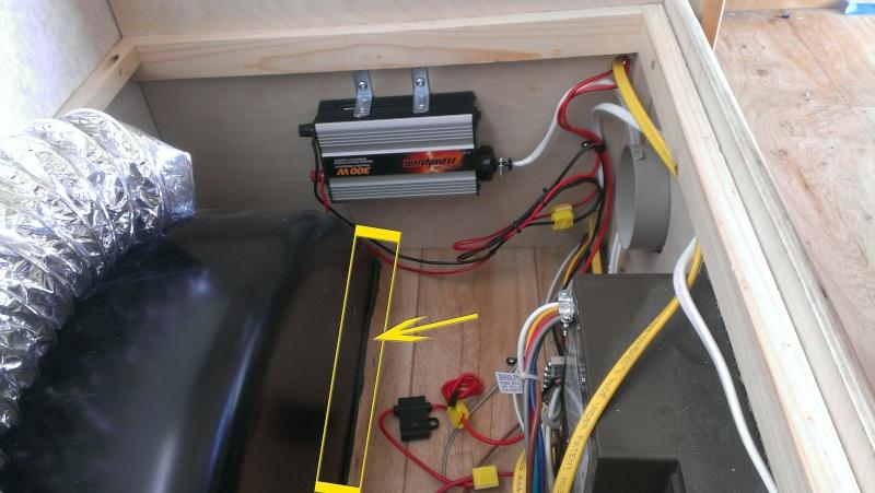 Branchement d'un onduleur au convertisseur électrique WFCO WF-8735P  Imag1522