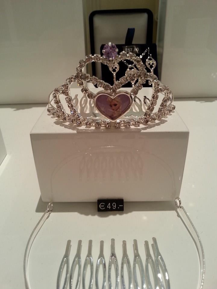 """Merchandising """"La Reine des Neiges"""" - Page 7 11111110"""