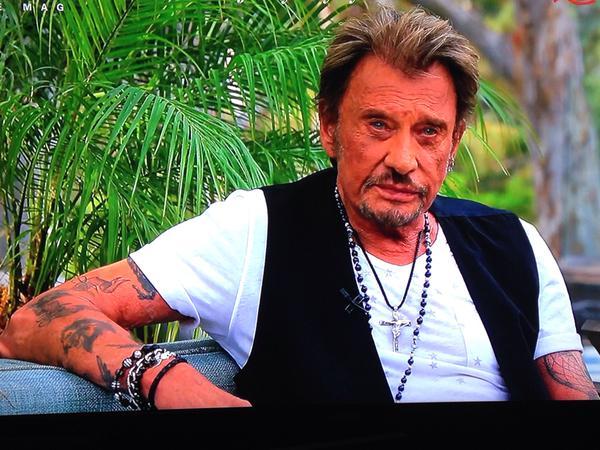 Johnny chez le coiffeur, cheveux longs cheveux courts  - Page 7 15032810