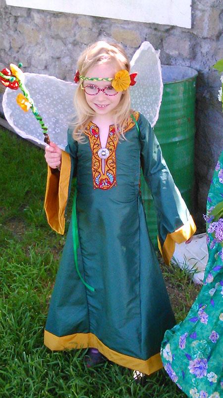 Nouveau bliaut de reine/princesse/fée pour ma fille qui a bien grandi Marion10