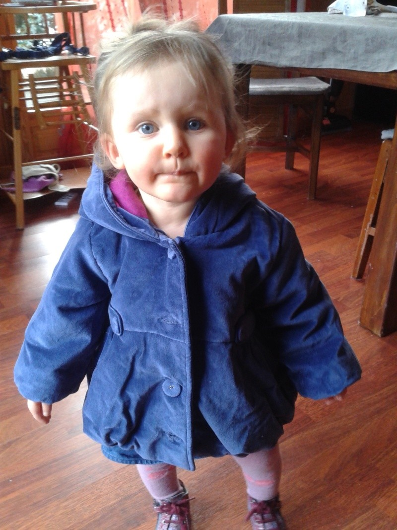 lily 18 mois une fillette à son Papa 20150210