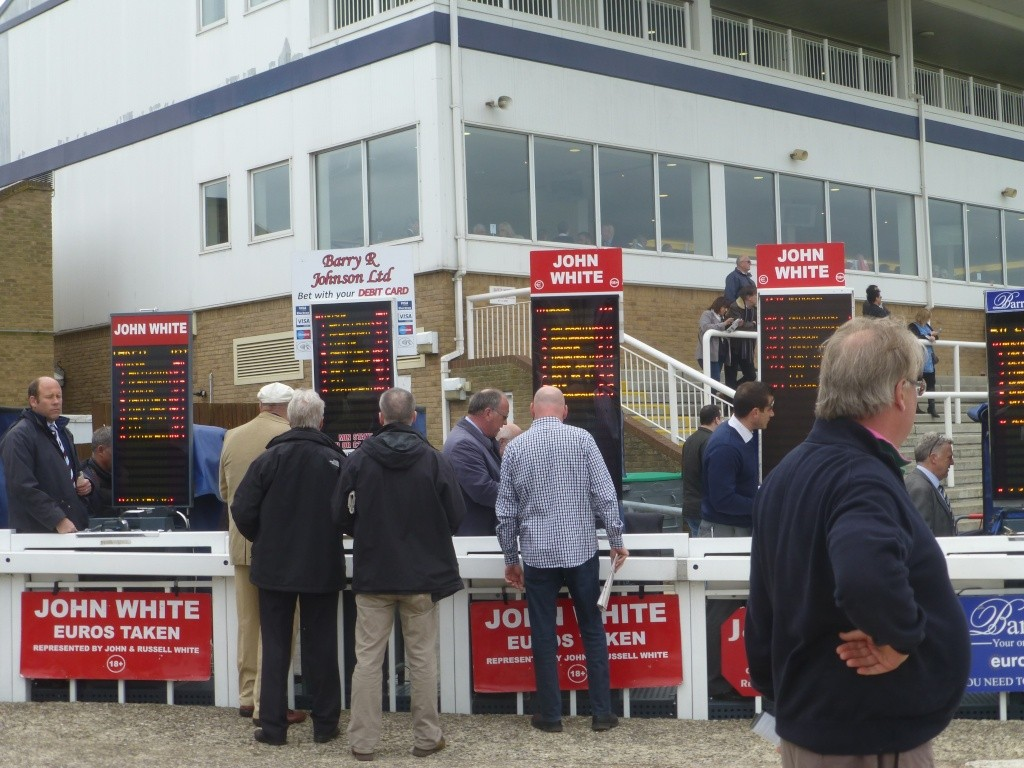 At the Races 01712