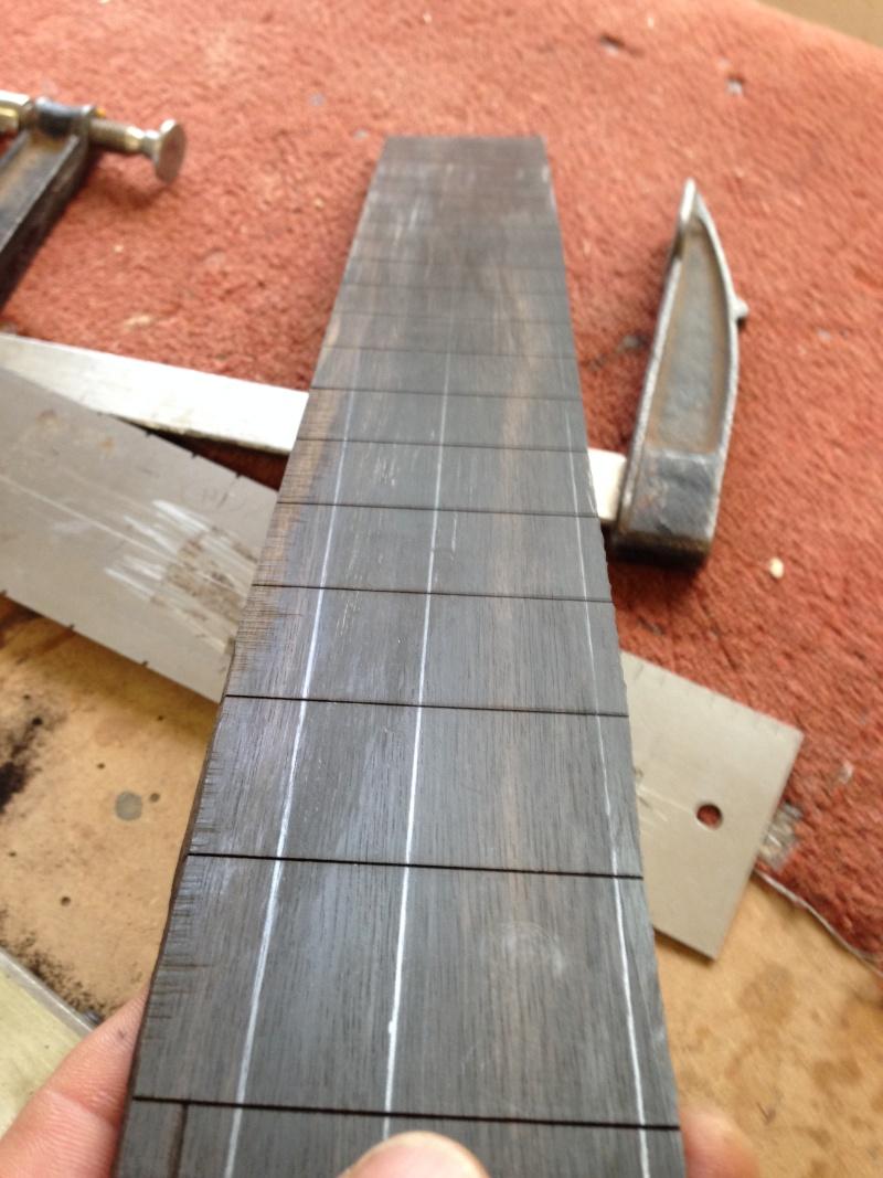 construction d une guitare blanca Fret_b10