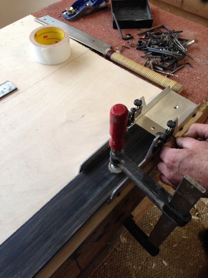construction d une guitare blanca Fretbo10
