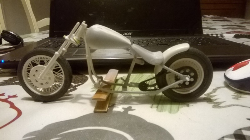 "Harley Davidson Hardtail Custom ""Cool Bob"" (Revell) [WIP] - Page 2 Wp_20112"