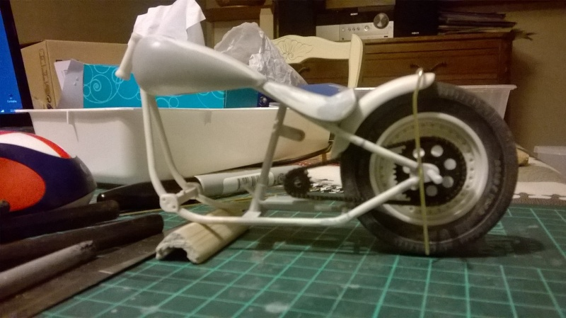 "Harley Davidson Hardtail Custom ""Cool Bob"" (Revell) [WIP] - Page 3 Wp_20122"