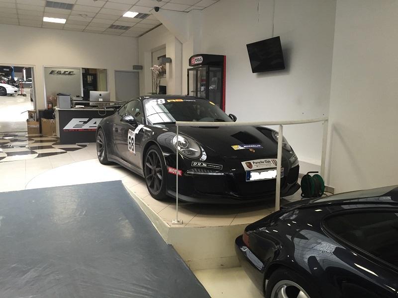 La Porsche croisée ce jour... - Page 2 Img_2011