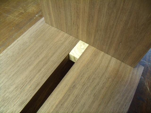 Une petite étagère simple Gedc0121