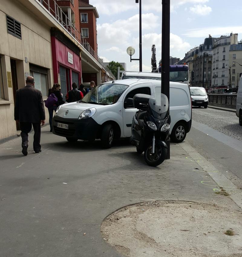 PV pour stationnement sur trottoir à Paris 20150514