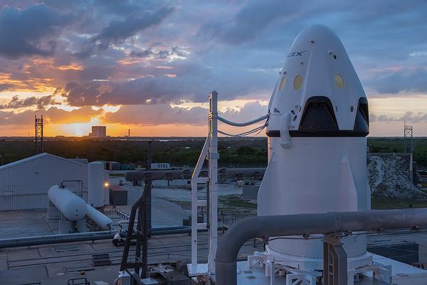 [SpaceX] Actualités et développements du vaisseau Dragon - Page 3 170