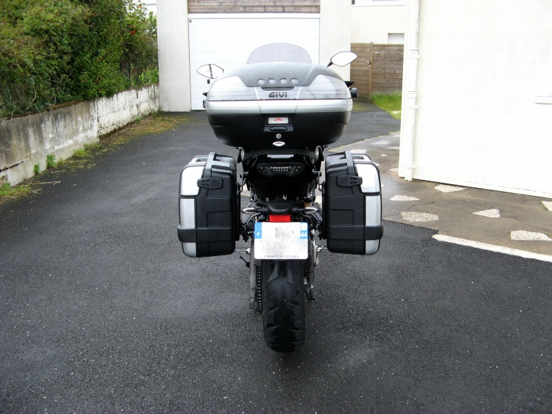 Givi - Supports valises \ top case \ tanklock - Page 6 03010
