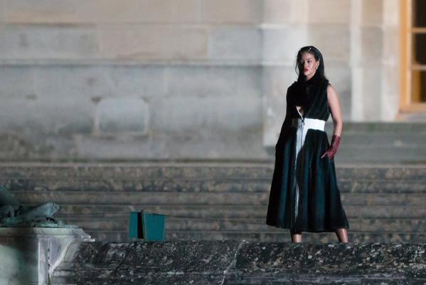 Rihanna en shooting au Château de Versailles B_1ulw10