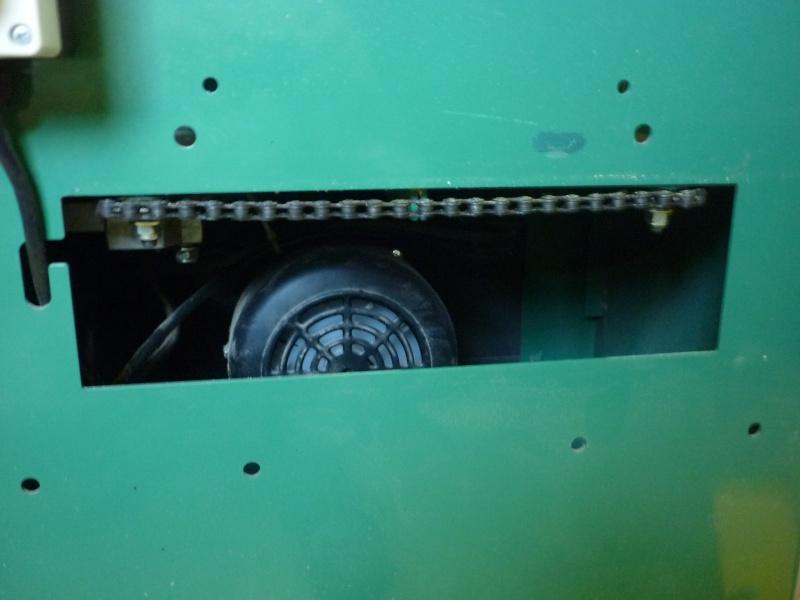Comment accéder au moteur de la raboteuse  combinée Kity260 P1030311