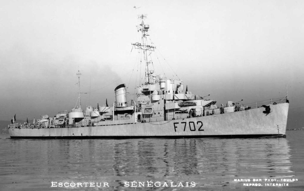 Destroyer d'escorte Le Sénégalais par DAGORNSON Trumpeter  Le_syn11