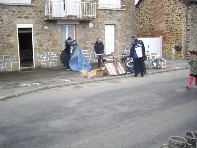 NOUS SE SONT DES VIDES GRENIERS ou DES BOURSES D'ECHANGES DE JOUETS ANCIENS  Imgp4114