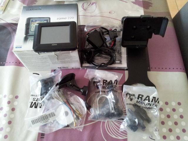 GPS Zumo 220 avec accessoires + support Yam fjr 1300 110