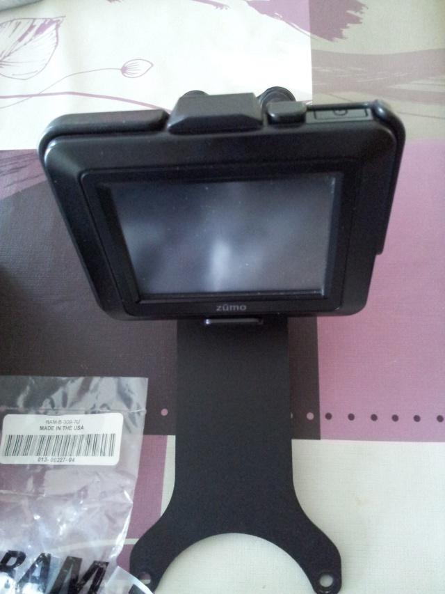 GPS Zumo 220 avec accessoires + support Yam fjr 1300 210
