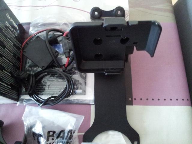 GPS Zumo 220 avec accessoires + support Yam fjr 1300 310