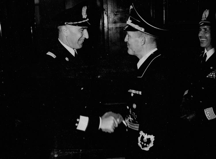 Chancelier du Reich ! Pic_2-10
