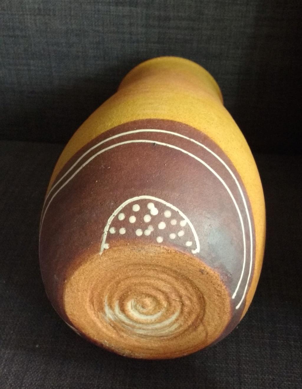 Joli vase à ocelles en grès avec un tourbillon pour signature  Img_2060