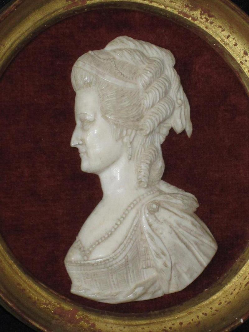 A vendre: miniatures de Marie Antoinette et de ses proches - Page 5 10404610