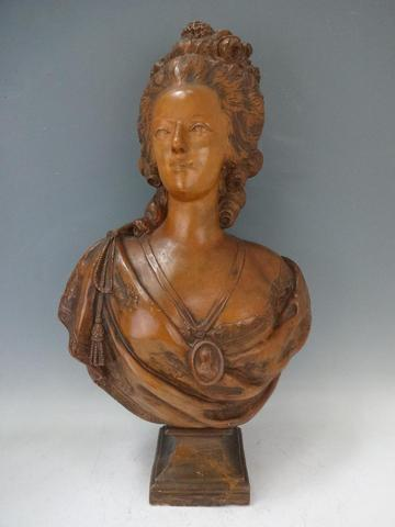 A vendre: bustes Marie Antoinette - Page 3 1f893410