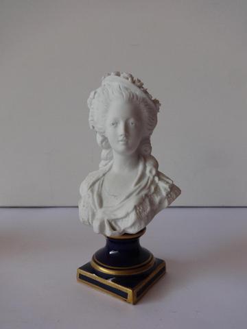 A vendre: bustes de Marie Antoinette? - Page 2 5628a510