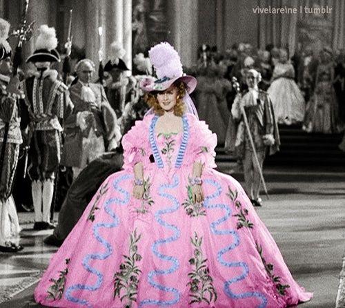 Les robes portées par les Marie Antoinette de nos écrans Tumblr13