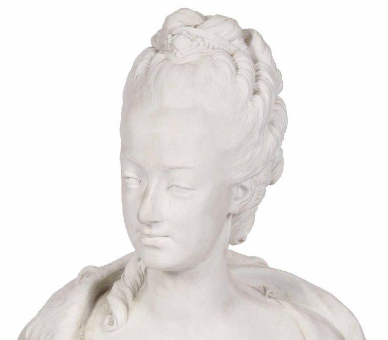 A vendre: bustes Marie Antoinette - Page 3 Zzzbb10