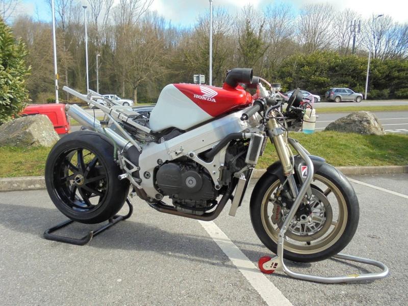 Honda RC 45 - Page 4 11080610