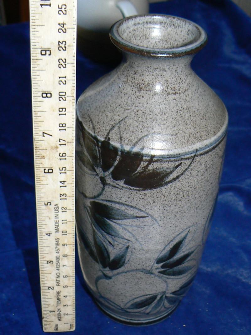 studio stoneware,whos mark is this  P1180312