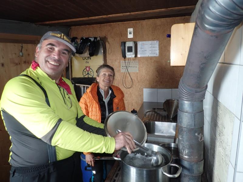 WE du 8-9-10 mai  Mont Blanc de Cheilon(3827m) et Pigne d'Arolla (3790m) P5080010
