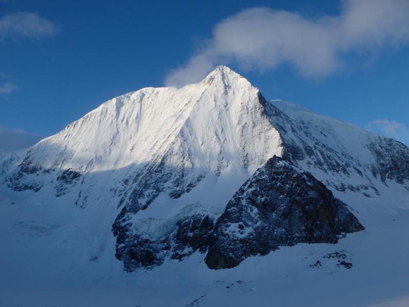 WE du 8-9-10 mai  Mont Blanc de Cheilon(3827m) et Pigne d'Arolla (3790m) P5090310