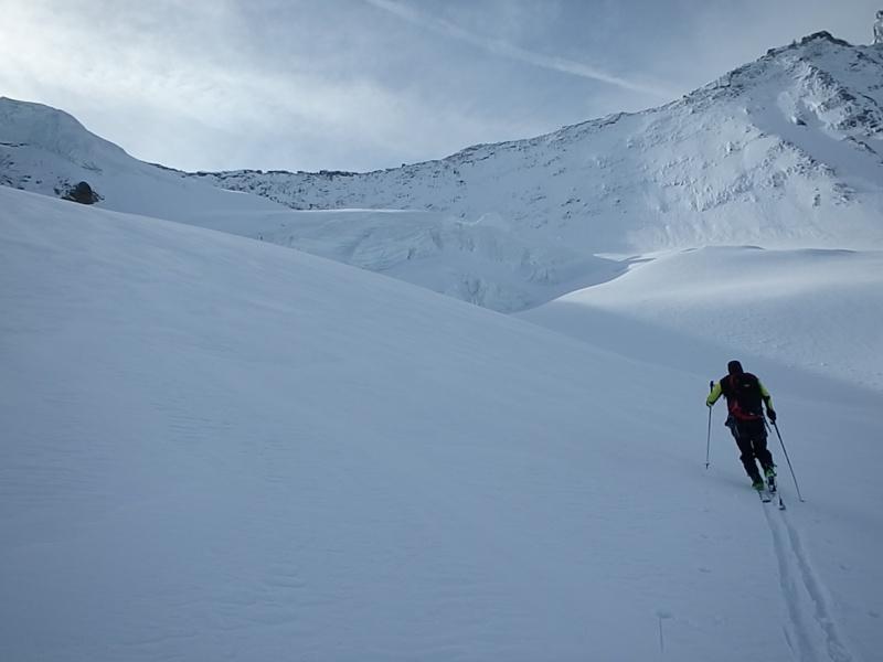 WE du 8-9-10 mai  Mont Blanc de Cheilon(3827m) et Pigne d'Arolla (3790m) P5090311