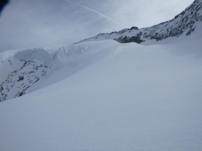 WE du 8-9-10 mai  Mont Blanc de Cheilon(3827m) et Pigne d'Arolla (3790m) P5090312