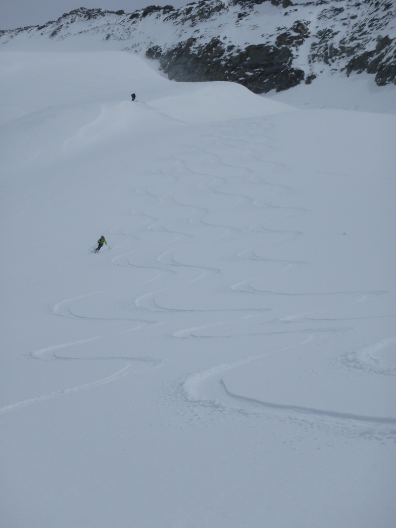 WE du 8-9-10 mai  Mont Blanc de Cheilon(3827m) et Pigne d'Arolla (3790m) P5090316