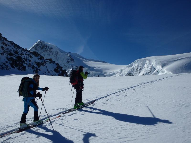 WE du 8-9-10 mai  Mont Blanc de Cheilon(3827m) et Pigne d'Arolla (3790m) P5100410
