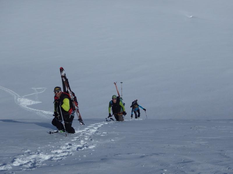 WE du 8-9-10 mai  Mont Blanc de Cheilon(3827m) et Pigne d'Arolla (3790m) P5100411
