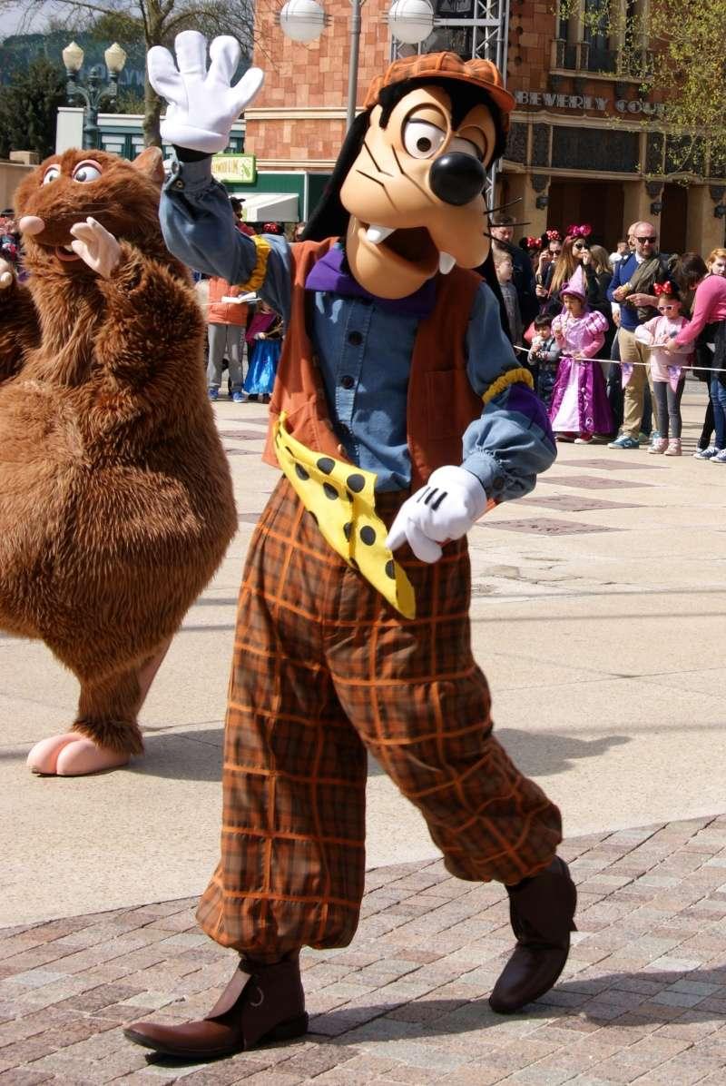 Vos photos avec les Personnages Disney - Page 39 Dsc02412